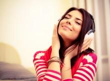 domnisoara ascultand muzica - Demis Roussos